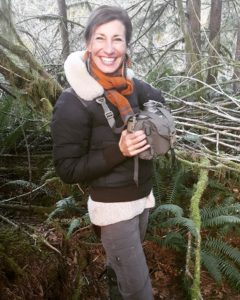 Nicole Apelian teaches a Wilderness Living Skills Workshop in Oregon
